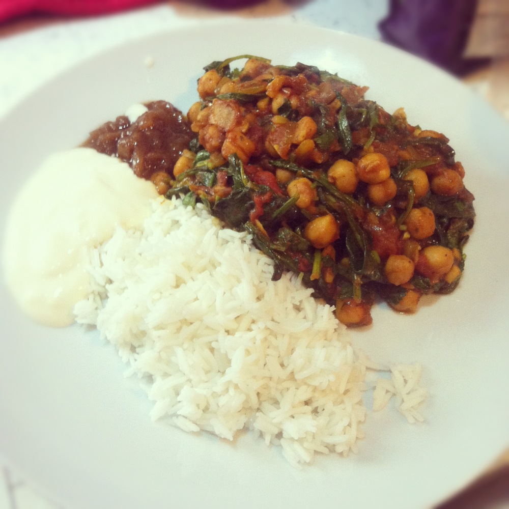 Super quick chickpea and fresh spinach curry (vegan)