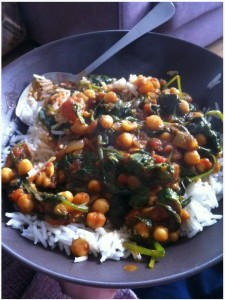 Super quick chickpea and fresh spinach curry by @jakeyoh shared on Twitter